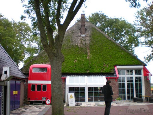 controversy-inn-see-the-bus-sticking-out-soestduinen