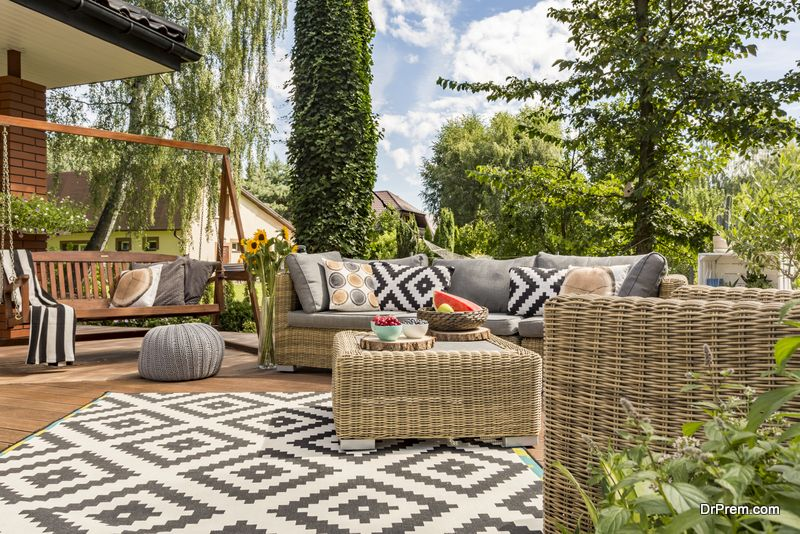 choosing patio furniture